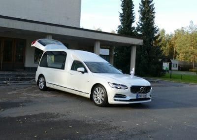 Hautauskuljetus Palokka Jyväskylä auto valkoinen